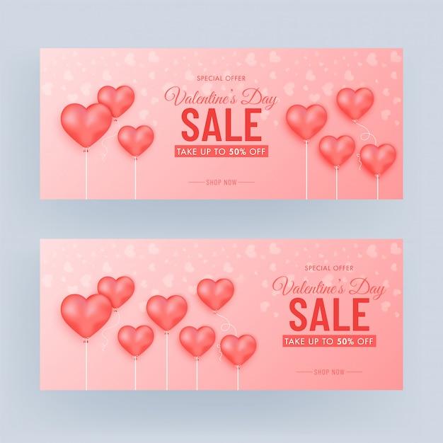 Набор баннеров для продажи в день святого валентина с 50% скидкой и воздушными шарами на глянцевой светло-красной предпосылке. Premium векторы