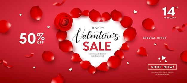 발렌타인 데이 판매, 빨간 장미 꽃잎 하트 모양 배너 프리미엄 벡터