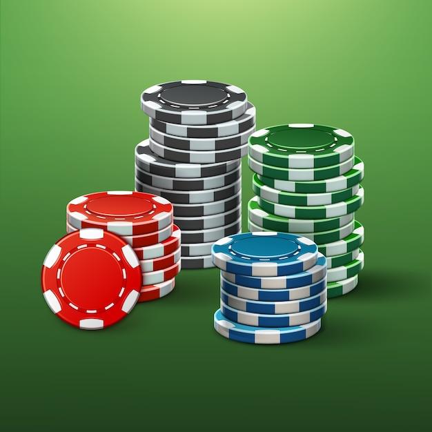 Fiches del casinò di rosso, nero, blu, verde realistico di vettore pile vista laterale isolata sul tavolo da poker Vettore gratuito