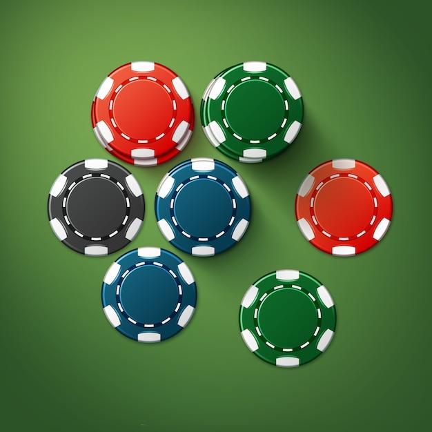 Fiches del casinò di rosso, nero, blu, verde realistico di vettore pile vista dall'alto isolata sul tavolo da poker Vettore gratuito