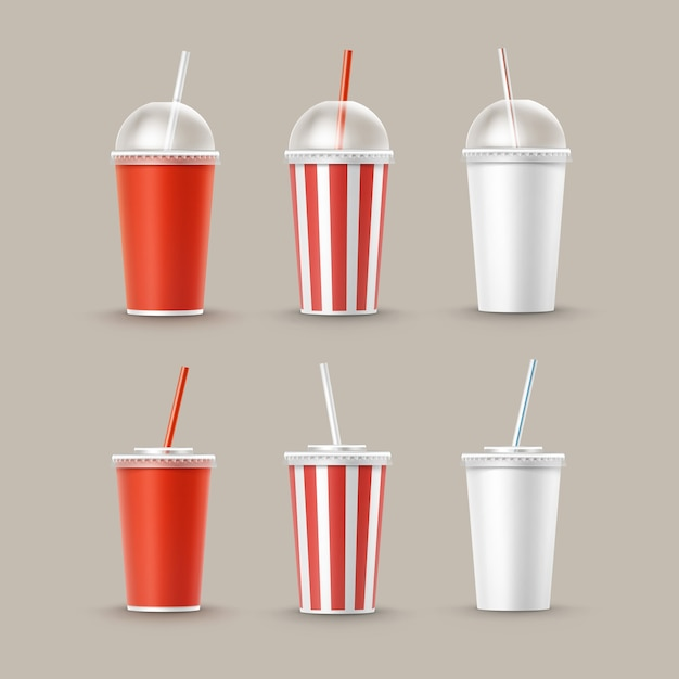 Векторный набор пустых больших маленьких красных белых полосатых бумажных картонных стаканчиков для безалкогольных напитков soda cola с трубкой соломой, изолированной на фоне. быстрое питание Бесплатные векторы