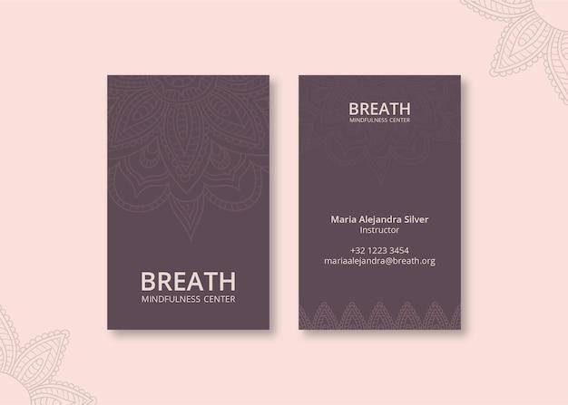 瞑想とマインドフルネスのための縦型名刺テンプレート 無料ベクター