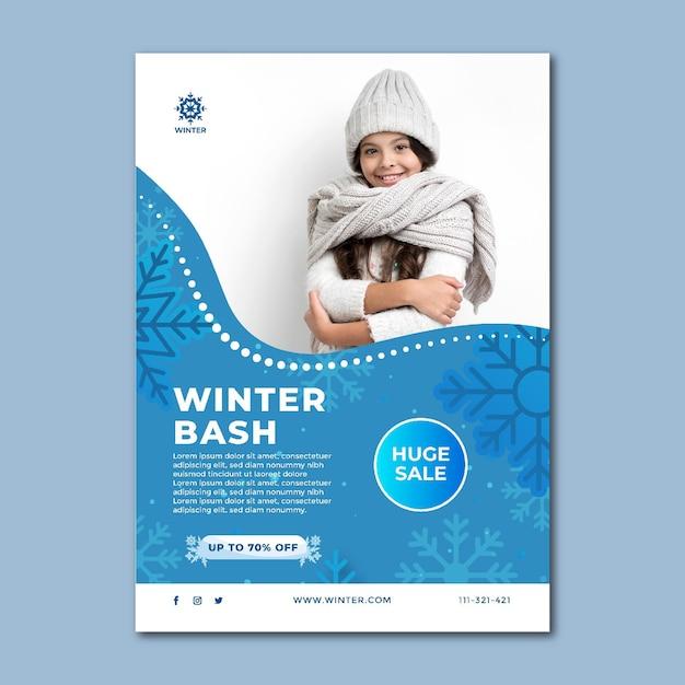 Modello di poster verticale per la vendita invernale Vettore gratuito