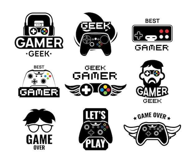 비디오 게임 로고 세트. 게이머, 빈티지 및 현대식 조이스틱 콘솔 컨트롤러, 헤드셋이 포함 된 상징. 온라인 게임 레이블 서식 파일에 대 한 격리 된 벡터 일러스트 레이 션 무료 벡터