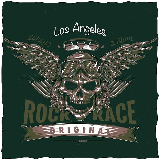 Design vintage dell'etichetta della maglietta hot rod con illustrazione del teschio del conducente con occhiali e ali. illustrazione disegnata a mano. Vettore gratuito