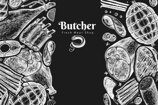 빈티지 육류 제품 템플릿입니다. 손으로 그린 햄, 소시지, 향신료와 허브. 초크 보드에 레트로 그림입니다. 프리미엄 벡터