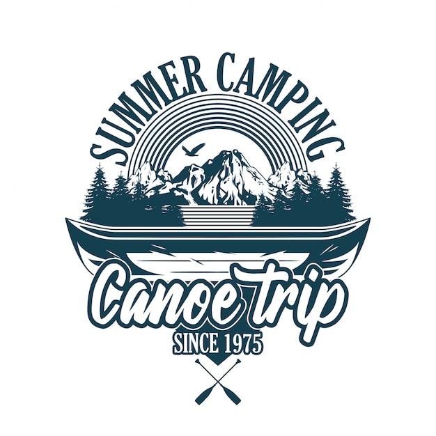 빈티지 스타일 인쇄 디자인 엠 블 럼, 패치, 강 여행 및 일부 나무와 산에 대 한 나무 카누와 배지의 그림. 모험, 여행, 여름 캠핑, 야외, 자연, 개념. 프리미엄 벡터