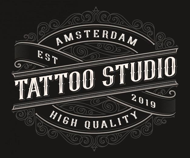 暗い背景にビンテージタトゥーのロゴデザイン。 Premiumベクター