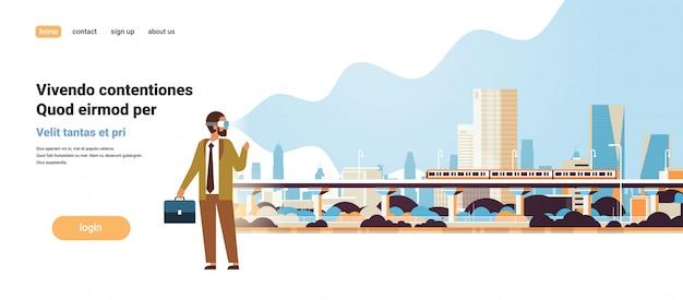 Человек носить цифровые очки глядя виртуальная реальность современный город метро поезд небоскребы городской пейзаж vr vision гарнитура инновации Premium векторы