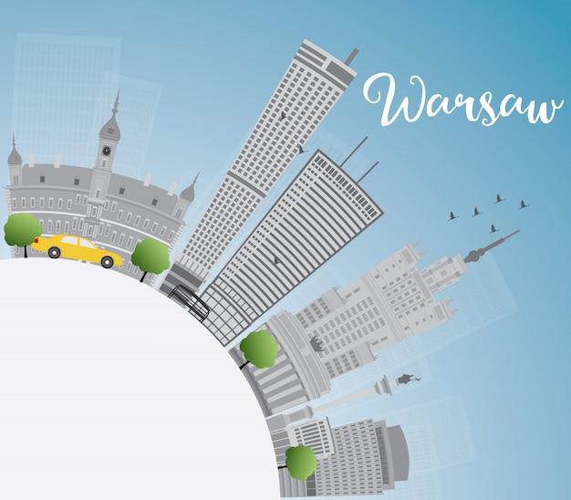 Горизонт варшавы с серыми зданиями, голубым небом и космосом экземпляра. Premium векторы