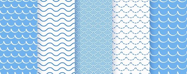 波のシームレスなパターン。青い波状テクスチャー。海の幾何学的なプリント。 Premiumベクター