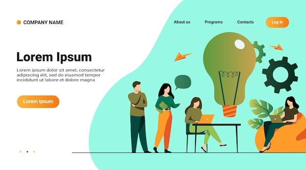 Шаблон веб-сайта, целевая страница с иллюстрацией встречи бизнес-команды в офисе или коворкинге. коллеги сидят за столом, работают с компьютером, вместе обсуждают идеи для проекта Бесплатные векторы