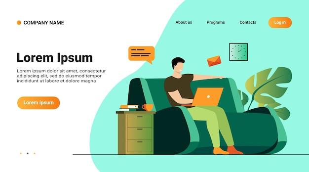 Шаблон веб-сайта, целевая страница с иллюстрацией мультяшного человека, сидящего дома с ноутбуком, изолированных плоская векторная иллюстрация Бесплатные векторы