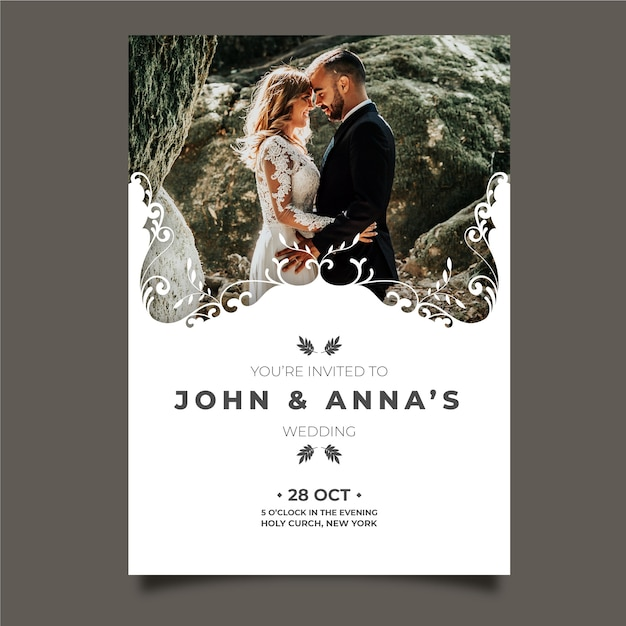 Wedding card with photo of groom and bride Free Vector