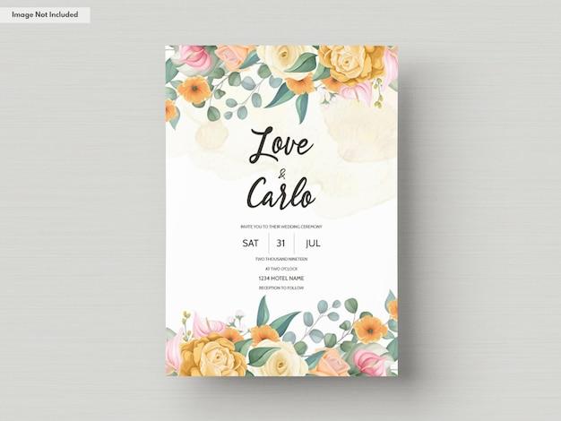 Modello di carta di invito a nozze con bellissimi fiori colorati in fiore Vettore gratuito