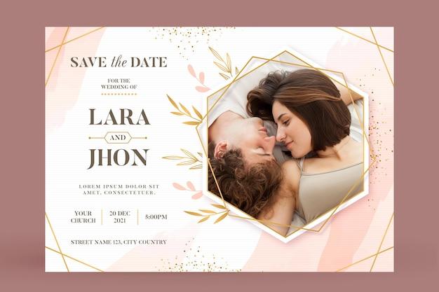 Шаблон свадебного приглашения с милой парой Бесплатные векторы