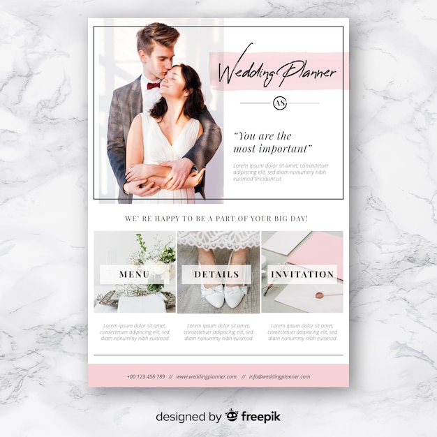 Weeding planner with lovely couple Free Vector