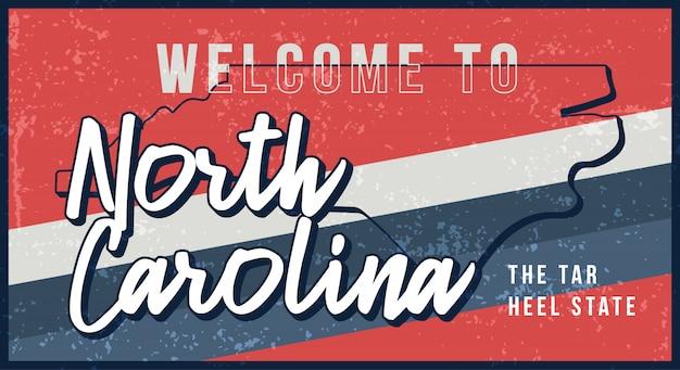 ノースカロライナヴィンテージさびた金属サインイラストへようこそ。タイポグラフィ手描きのレタリングとグランジスタイルの州地図。 Premiumベクター