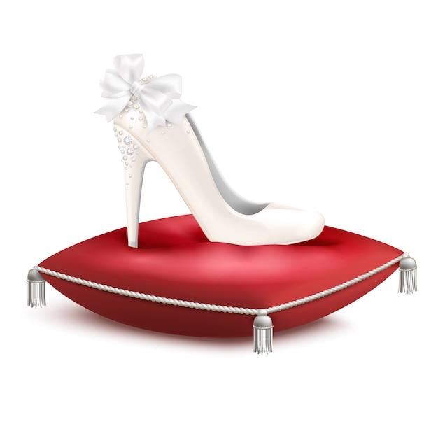 Scarpa da sposa decorata bianca con tacco alto da sposa per matrimoni in composizione realistica con cuscino in raso rosso Vettore gratuito