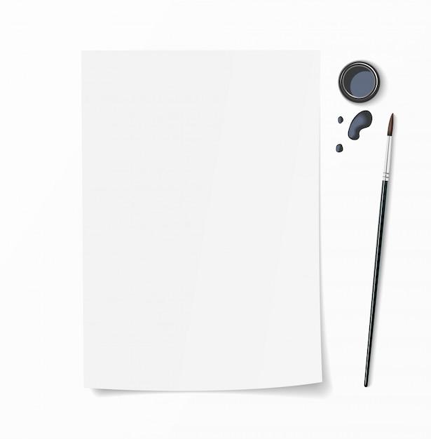 ホワイトペーパードキュメントブラシペン、インク壺、インク滴を机の上に。手描きデザインの平面図モックアップ。 Premiumベクター