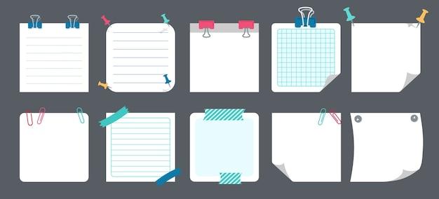 Набор записок белой бумаги. пустые заметки с элементами планирования. коллекция блокнотов с загнутыми уголками, кнопками. различные теги бизнес-офиса, написание напоминает. Premium векторы