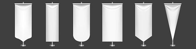 흰색 페넌트는 금속 스탠드에 다른 모양을 표시합니다. 무료 벡터