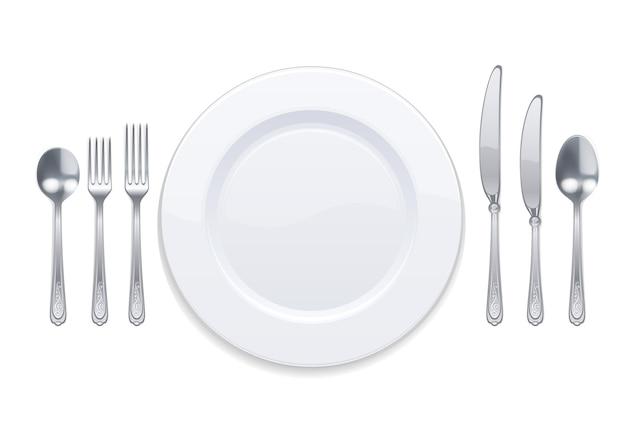 Белая тарелка и серебряные столовые приборы, изолированные на белом Premium векторы