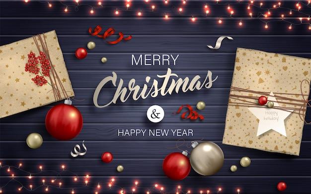 メリークリスマスの背景。赤と金のつまらないもの、ギフト、ガーランドwih電球ライト Premiumベクター