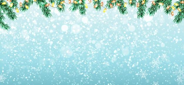 Зимний фон с ветвями елки, снегом и огнями гирлянды. Premium векторы