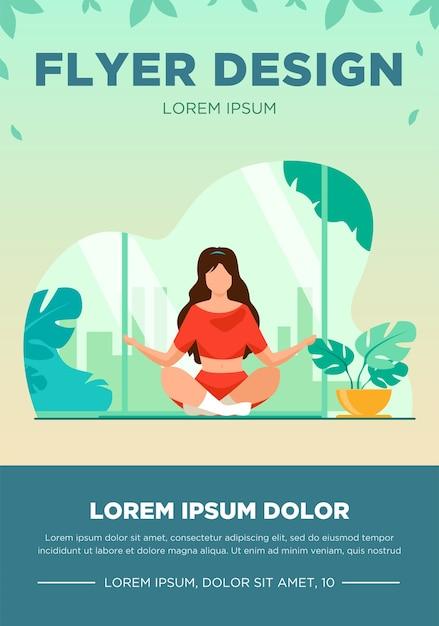 瞑想フラットベクトルイラストのための快適な姿勢の女性。自宅で朝のヨガをしている女性キャラクター。穏やかな蓮のポーズで座っている女の子。ウェルネス、ヘルスケア、ライフスタイルのチラシテンプレート 無料ベクター