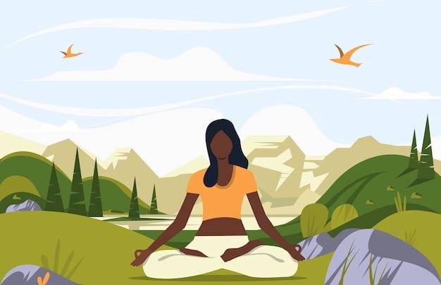 Donna seduta nella posa del loto all'aperto Vettore gratuito