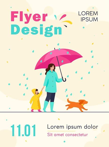 傘を持つ女性、レインコートを着た女の子、都市公園のチラシテンプレートで雨の中を歩く犬 無料ベクター