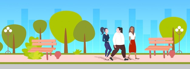 ウォーキングアウトドアミックスレースの女の子が友情肥満概念都市公園都市景観の議論を持つ議論 Premiumベクター