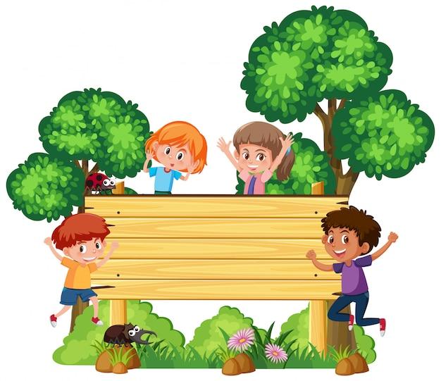 幸せな子供たちと木製看板 Premiumベクター