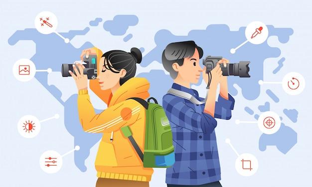 若い男性と女性の周りのアイコンと背景として世界地図とデジタルカメラで写真を撮る。ポスター、ウェブサイトの画像などに使用 Premiumベクター