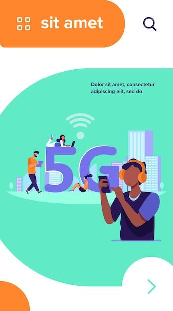 5g高速無線インターネット接続を使用している若者。無料の都市wi-fiでデジタルデバイスを使用している男性と女性 無料ベクター