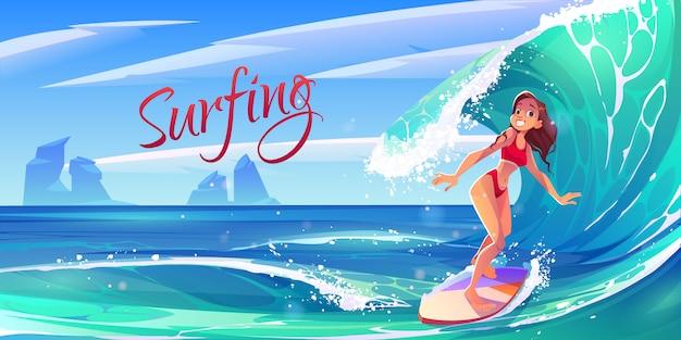 보드에 바다 물결을 타고 젊은 서핑 소녀 무료 벡터