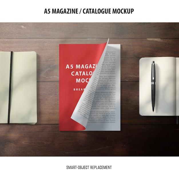A5 magazine catalogue mockup Kostenlosen PSD