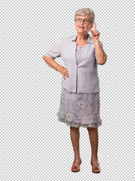 Ältere frau des vollen körpers, die nummer eins, symbol der zählung, konzept von mathematik, überzeugt und nett zeigt Premium PSD