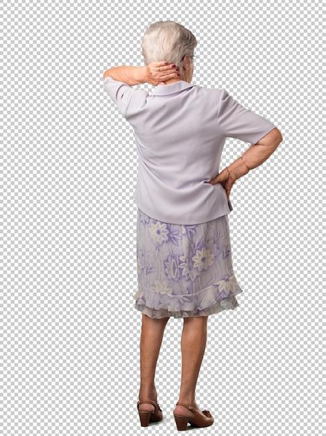 Ältere frau des vollen körpers, die zurück darstellt, aufwirft und wartet und zurück schaut Premium PSD
