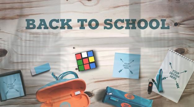 Back to school mockup schulbedarf auf rustikalen holztisch realistische schatten Premium PSD