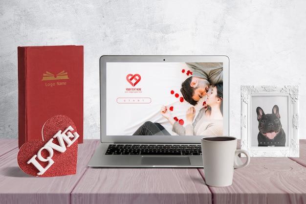 Bearbeitbares modell der valentinsgrußelemente Kostenlosen PSD