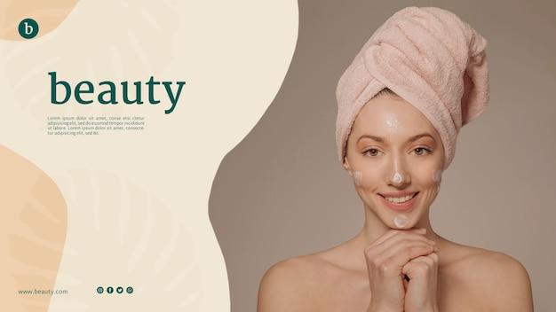 Beauty web template mit einer frau Kostenlosen PSD