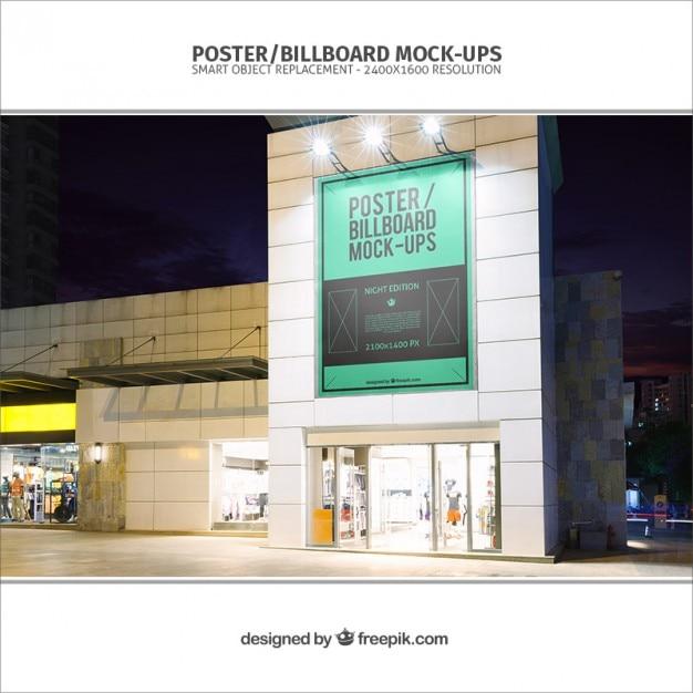 Billboard mockup auf ein gebäude Kostenlosen PSD