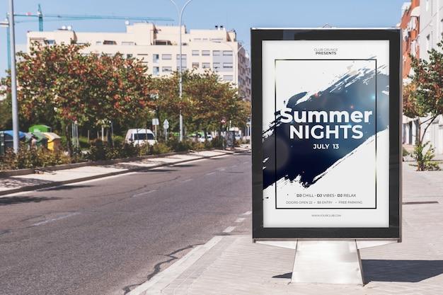Billboard-modell auf der straßenseite Kostenlosen PSD