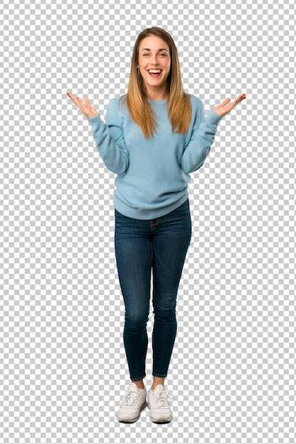 Blonde frau mit blauem hemd mit überraschung und entsetztem gesichtsausdruck Premium PSD