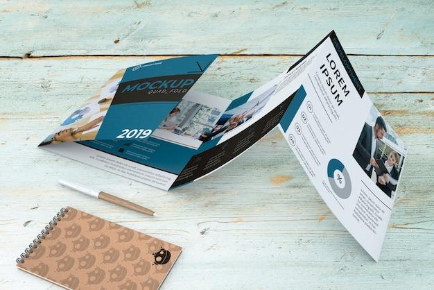 Broschüre mit vierfacher broschüre Kostenlosen PSD