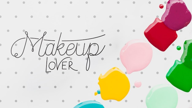 Bunter nagellack befleckt make-upkonzeptmodell Kostenlosen PSD