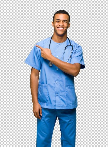 Chirurg doktormann, der auf die seite zeigt, um ein produkt darzustellen Premium PSD
