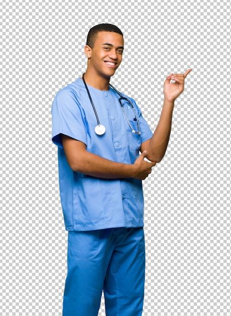 Chirurg doktormann, der finger auf die seite in seitlicher position zeigt Premium PSD
